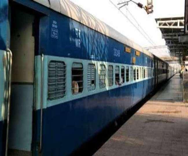 रेलवे देशभर में और ट्रेनों को पटरी पर उतारेगा। (फाइल फोटो)