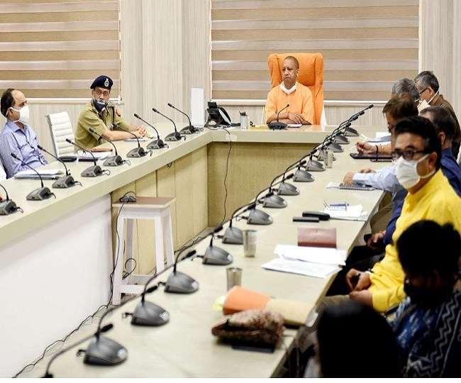 पिता के निधन की खबर के बीच में भी CM योगी आदित्यनाथ को प्रदेश लौटे बच्चों की चिंता UP News