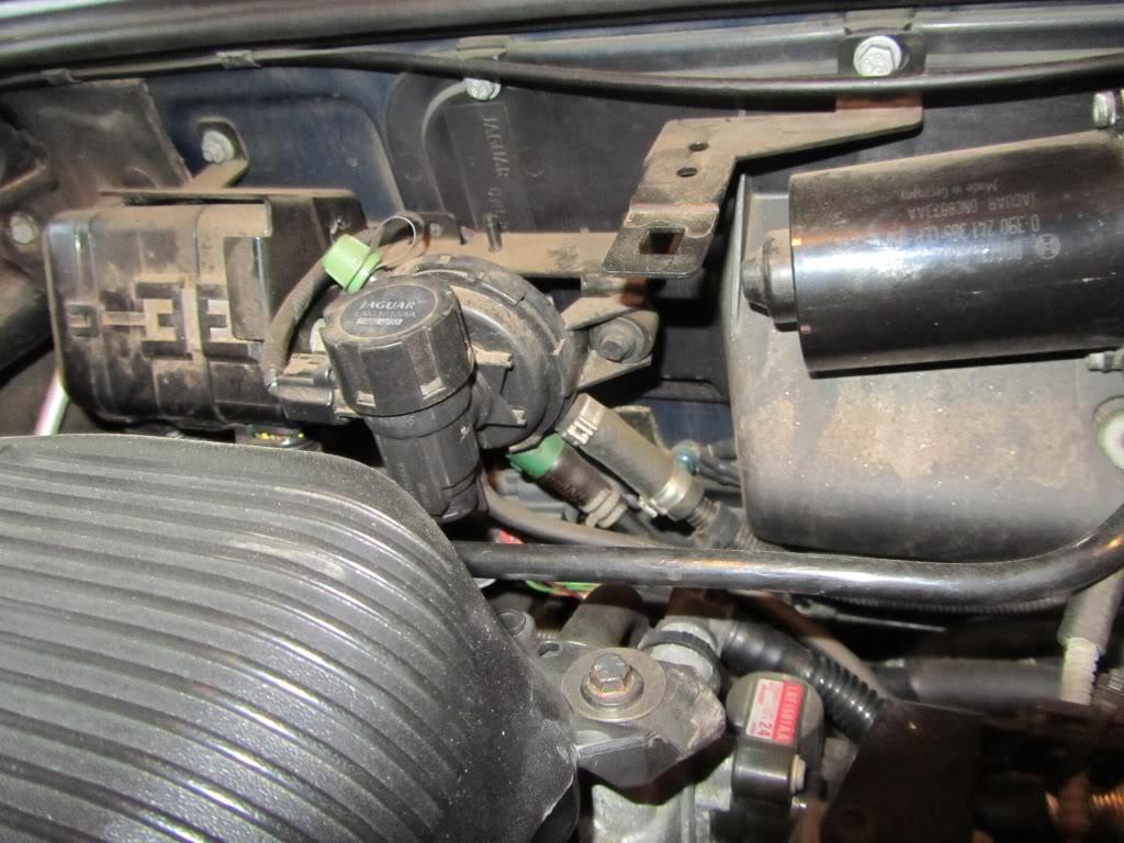 hight resolution of 1999 jaguar xj8 4 0 motor throttle body and surrounding area jaguar xk8 v8 engine diagram egr system