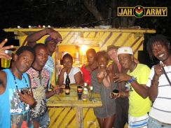 Party tun up - Strawberry Fields