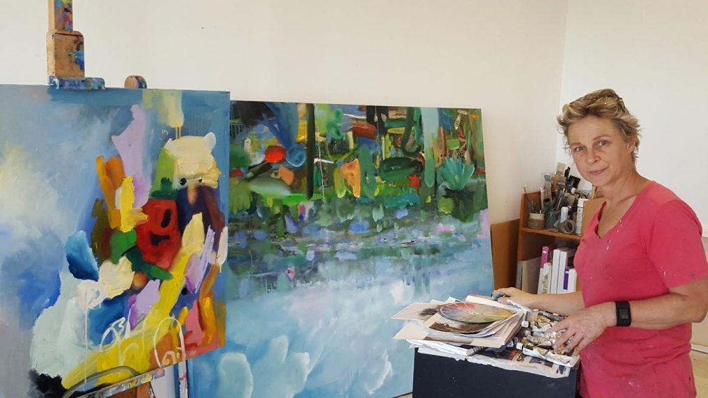Helen-Norton-studioshot2
