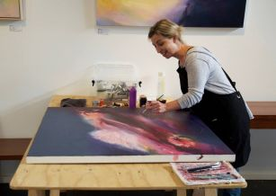 liv vardy artist in residence at jahroc galleries