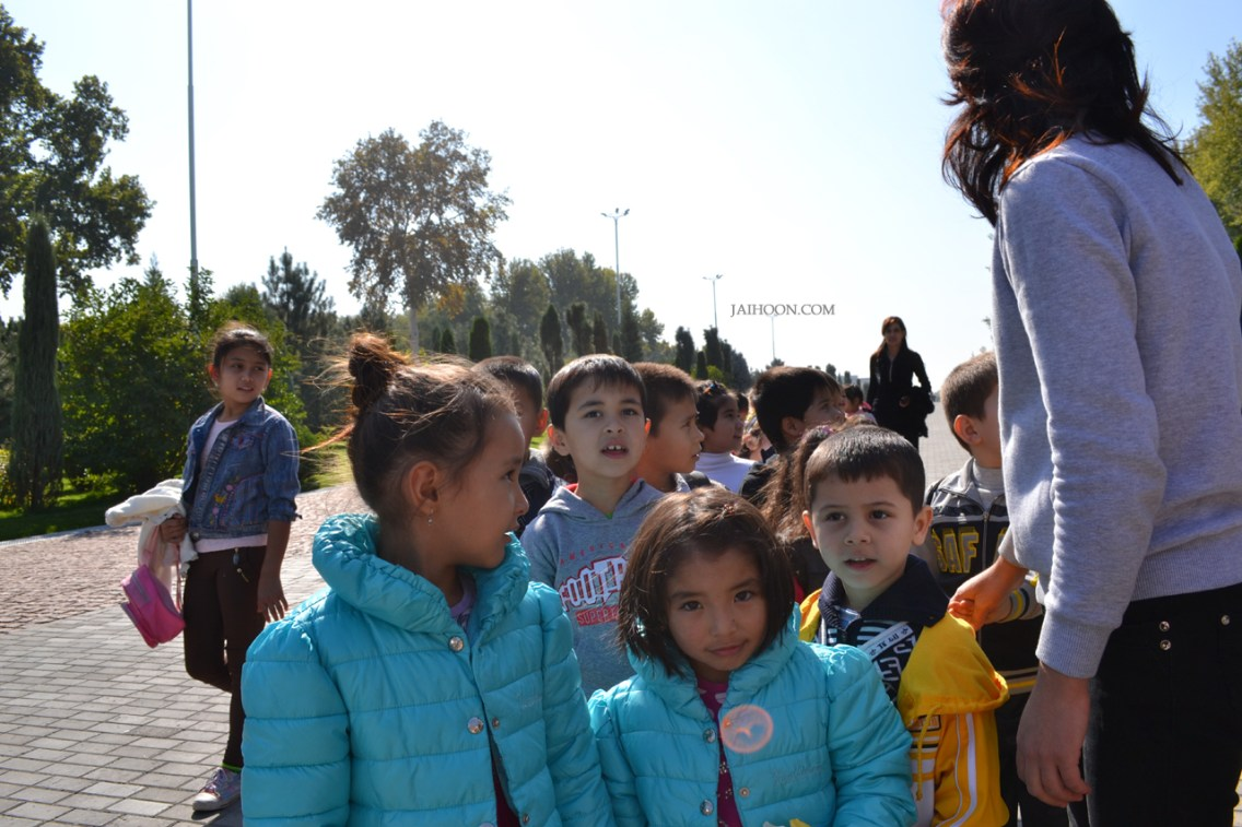 School children at Shaheed Park, Tashkent