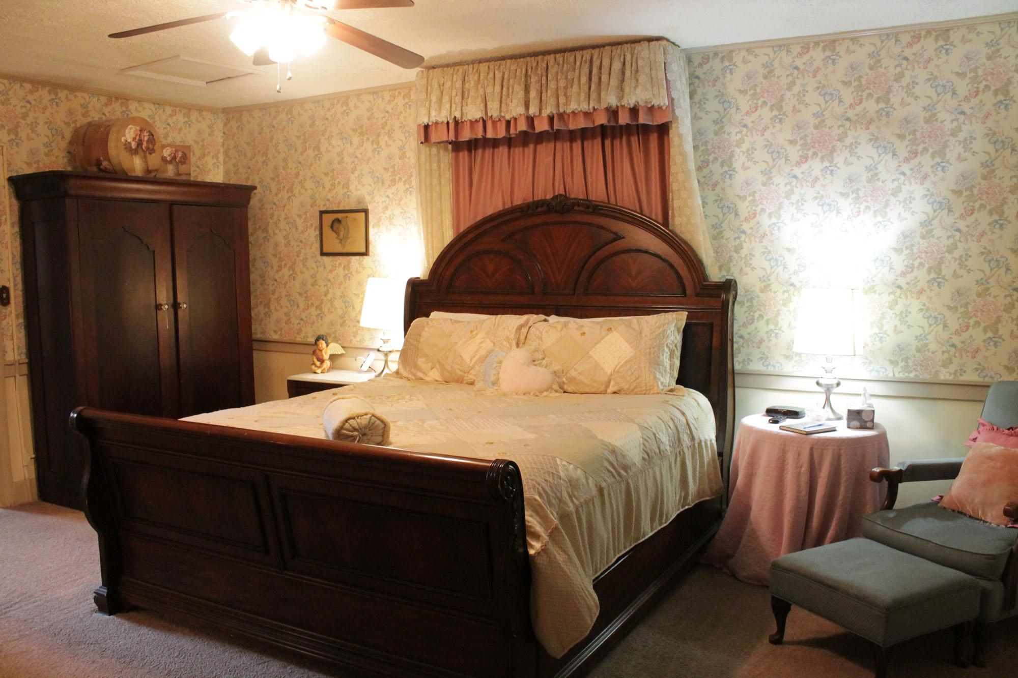 Victorian Room  Jailers Inn Bed  Breakfast