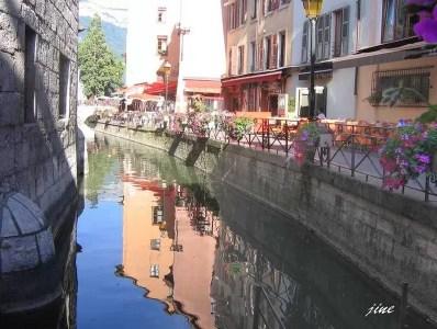 canaux fleuris à Annecy