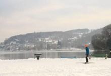 déplacement en ski en plein hiver