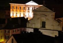 annecy, mairie éclairée