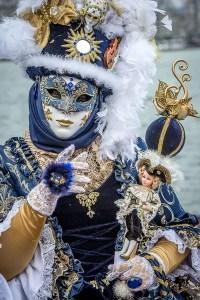 masque face au lac