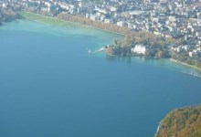 calme plat sur le lac d'Annecy