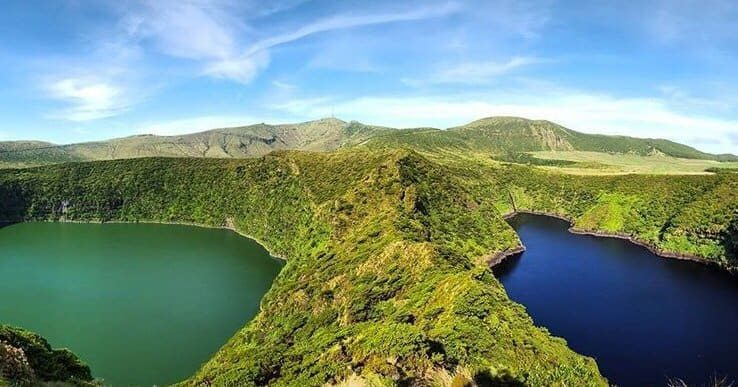 Photo c/o @ml_chronicles The Lagoa d'Azul and Lagoa Verde
