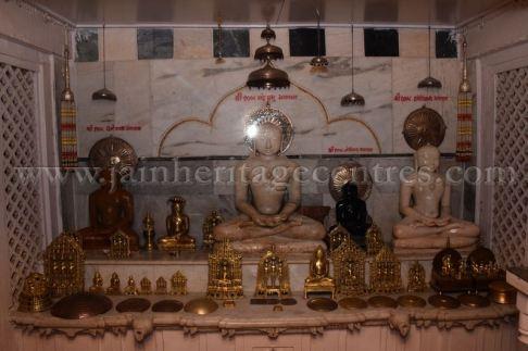 ancient_digambar_jain_temple_-_gogha_-_gujarat_20160517_1638981927