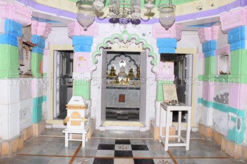 ancient_digambar_jain_temple_-_gogha_-_gujarat_20160517_1795674561