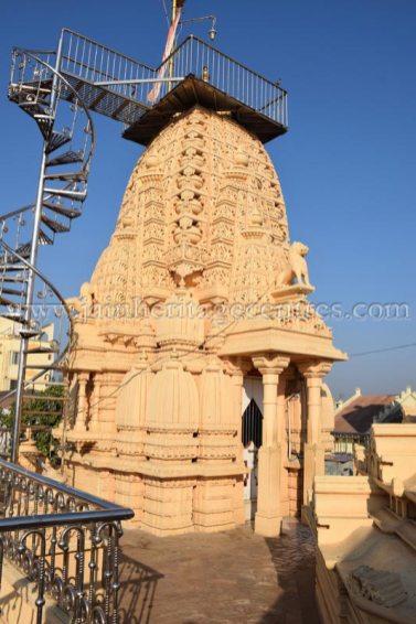 sri_parshwanath_swamy_digambar_jain_temple_mahuva_karnataka_20150601_1345171958