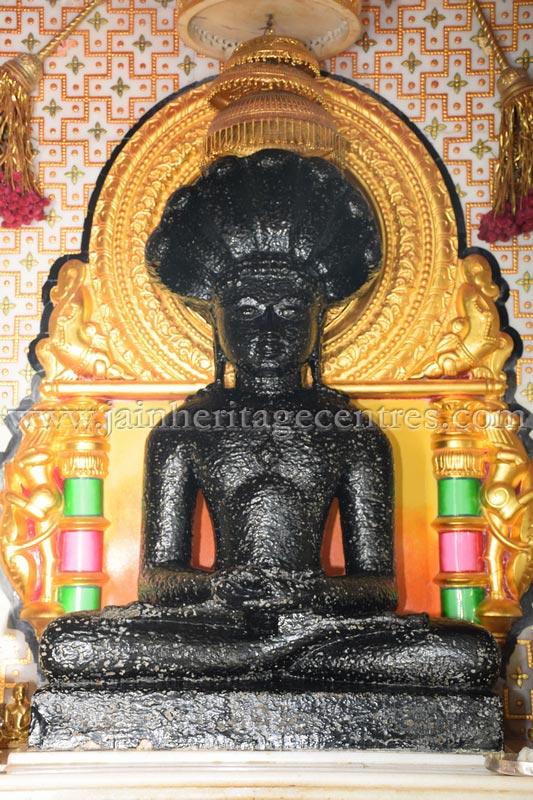 sri_parshwanath_swamy_digambar_jain_temple_mahuva_karnataka_20150601_1711212523