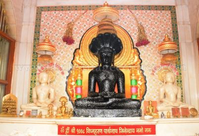 sri_parshwanath_swamy_digambar_jain_temple_mahuva_karnataka_20150601_1731728976