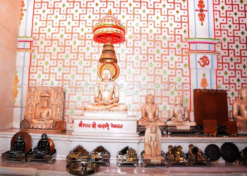 sri_parshwanath_swamy_digambar_jain_temple_mahuva_karnataka_20150601_1965091753