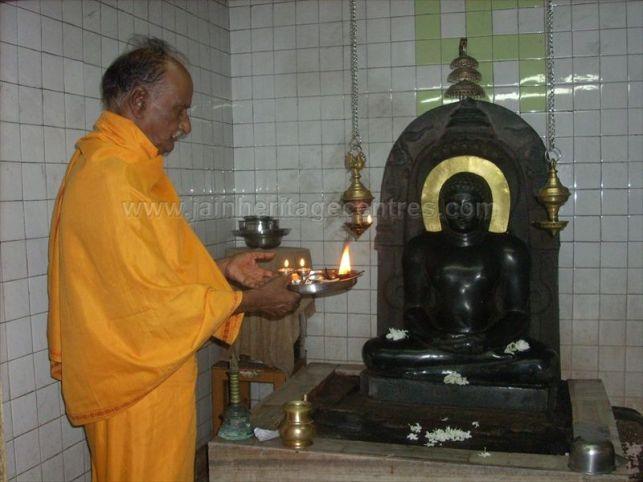 ancient_sri_vijaya_parshwanatha_swamy_temple_chamarajanagar_20120907_1196023089