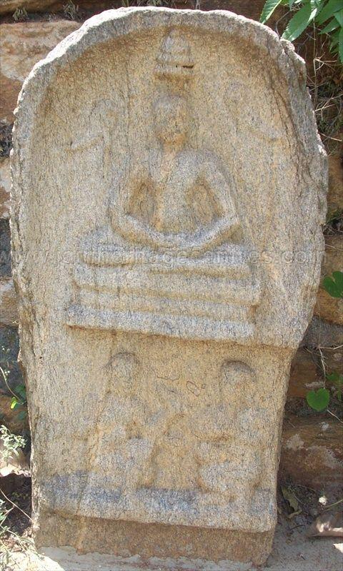 ancient_sri_vijaya_parshwanatha_swamy_temple_chamarajanagar_20120907_1236609171