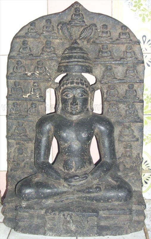 ancient_sri_vijaya_parshwanatha_swamy_temple_chamarajanagar_20120907_1911078125
