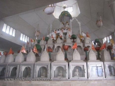 hastinapur_-_badamandir_complex_20111021_1027652923