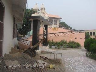 hastinapur_-_badamandir_complex_20111021_1319939205