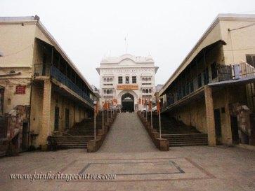 hastinapur_-_badamandir_complex_20111021_1824087046