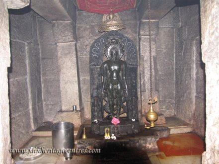 Vijaya Parshwanath Tirthankar idol at Kanakagiri.