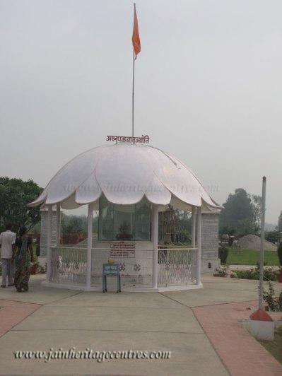 hastinapur_-_jambudweep_complex_20111021_1737311781