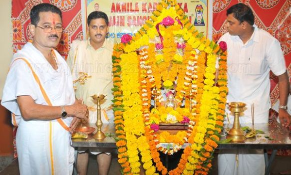 mahavir_jayanthi_-_2012_by_akhila_karnataka_jain_sangh_mumbai_photo_courtesy_daijiworldcom_20120426_2024590316
