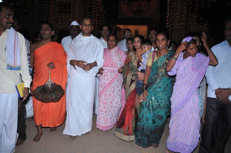 manikya_keerthiji_diksha_programme_shravanabelagola_20130124_2024921823