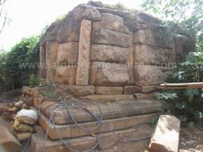 ruined_parshwanath_swamy_temple_makodu_makod_20131018_1439632023