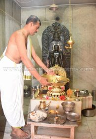 nithya_pooja_-_sri_kote_shanthinath_swamy_digambar_jain_temple_mysore_20150606_2013683497