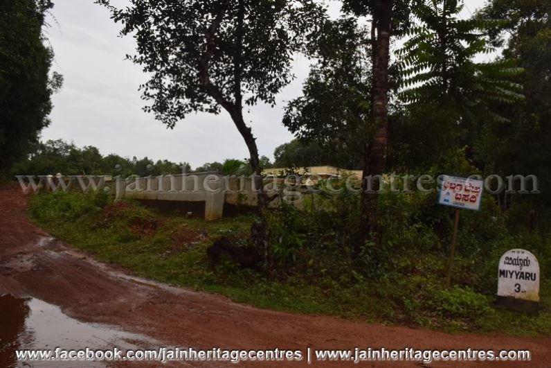 Road to Abbana Bettu Basadi - Mudaru