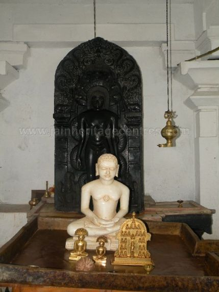 ancient_sri_parshwanatha_swamy_temple_ammanagi_20120907_1393317028