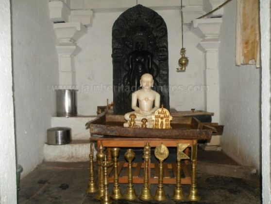 ancient_sri_parshwanatha_swamy_temple_ammanagi_20120907_1619232780