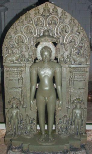 Lord Parshwanath in Kayotsarga along with Chowbis