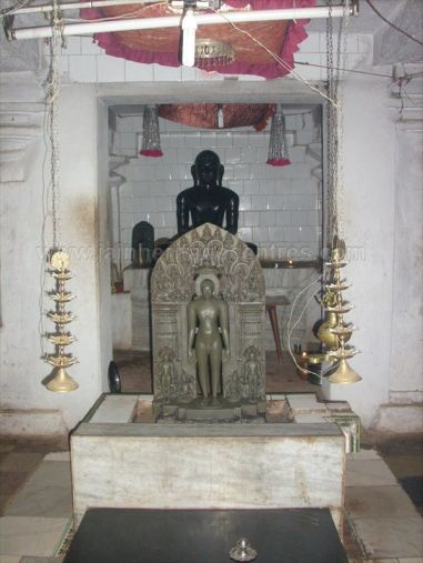 ancient_sri_parshwanatha_swamy_temple_amminabhavi_20120907_1810762856