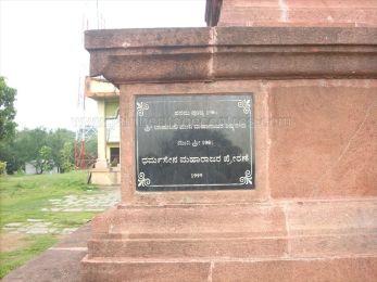 ancient_sri_parshwanatha_swamy_temple_amminabhavi_20120907_1872701485