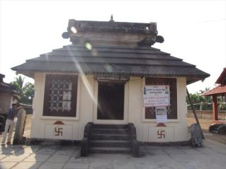 shanthinatha_basadi_venur_20120801_1262929222