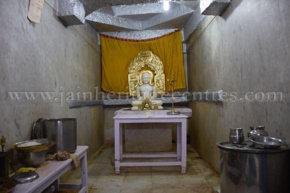 sri_chandraprabhu_swamy_digambar_jain_temple_-_tovinakere_20160515_1036348776