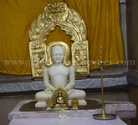 sri_chandraprabhu_swamy_digambar_jain_temple_-_tovinakere_20160515_1955211726