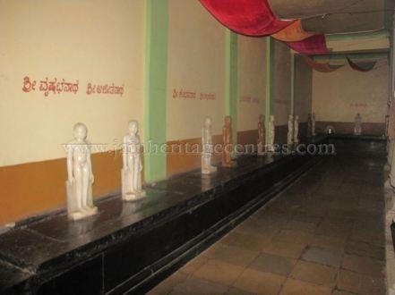 sri_digambar_jain_temple_alaguru_-_karnataka_20160515_2026590407
