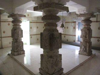 sri_kashtaharana_parshwanatha_swamy_digambar_jain_temple_-_nidugal_20120419_1816576003