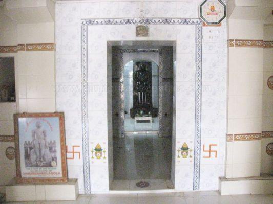 sri_kashtaharana_parshwanatha_swamy_digambar_jain_temple_-_nidugal_20120419_2016104094