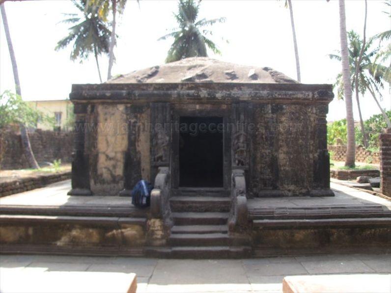 sri_parshwanatha_basadi_bhatkal_20120828_1847831554