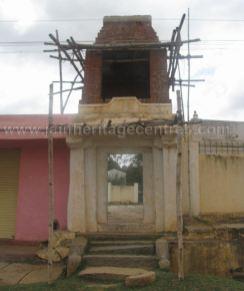 sri_shanthinath_and_anathanath_swamy_digambar_jain_temple_-_kandikere_20160515_1423387273