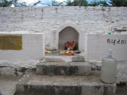 sri_suparshwanath_swami_digambar_jain_temple_midigeshi_karnataka_india_20130218_1811316460