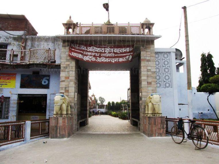 shri_parshwanath_digambar_jain_temple_-_vahalna_20120419_1171287471