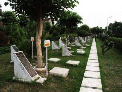 shri_parshwanath_digambar_jain_temple_-_vahalna_20120419_1307900049