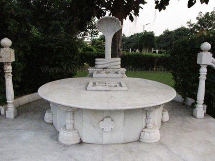 sri_1008_parswanath_swamy_digambar_jain_temple_atishaya_kshetra_vahalna_uttar_pradesh_20120419_1806155387